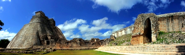 Pyramid of the Magician, Uxmal, Yucatan, Mexiko Navi mieten Discount24